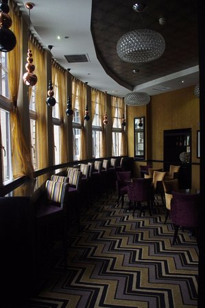 Grand Central Hotel: Bar overlooking the station
