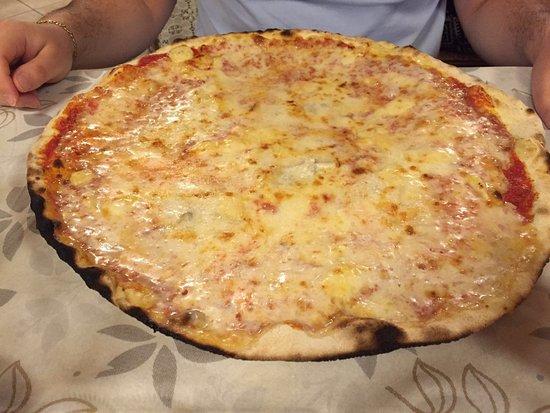 San Martino Alfieri, Ιταλία: Pizza 4 formaggi