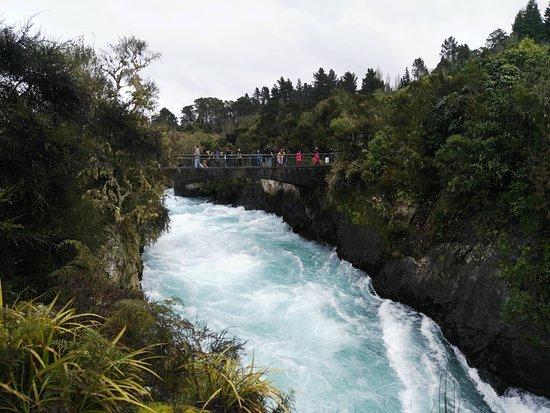 เทาโป, นิวซีแลนด์: A bridge over the Falls