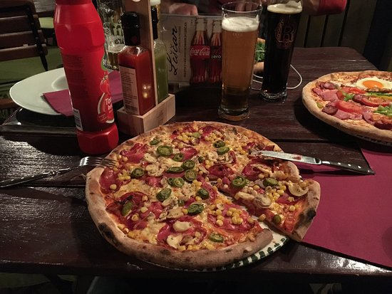 Lesce, Slovenia: pizza