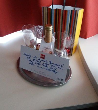 Hotel ibis Wien Mariahilf: Our little anniversary gesture.