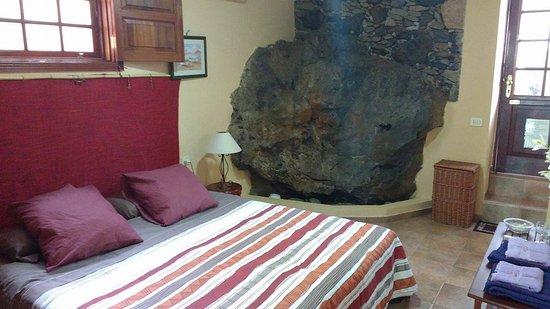 Granadilla de Abona, Spanyol: Camera matrimoniale con roccia lavica all'interno!