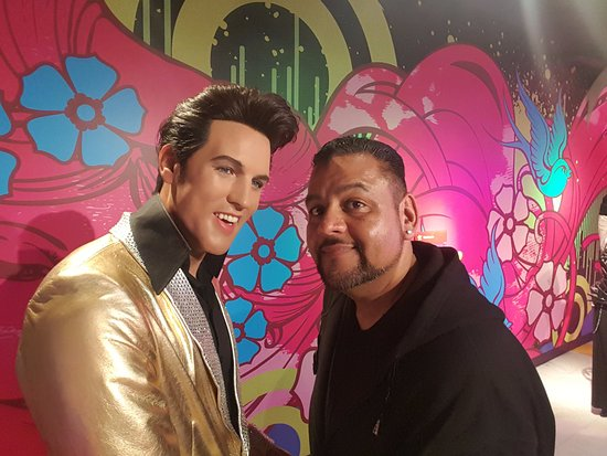 The Wax Museum at Fisherman's Wharf: me with the King of Rock n Roll Elvis Presley