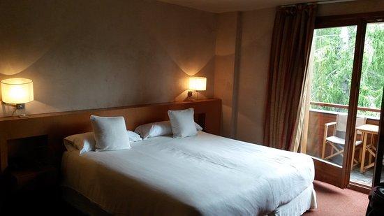 Chalet del Golf: Habitación doble Superior. (cama muy cómoda)