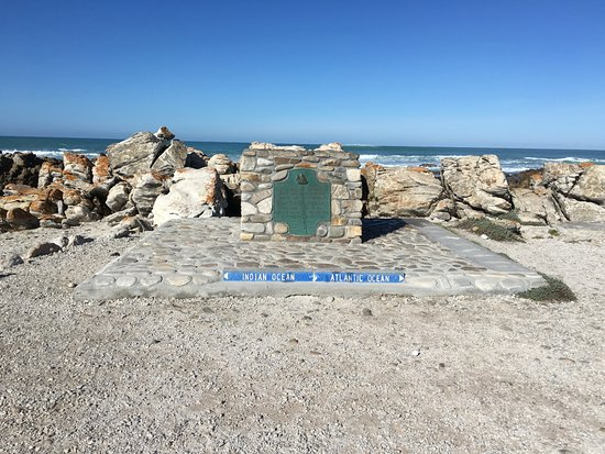 Cape Agulhas, Sudáfrica: The Tip of Africa -- meeting point of two oceans