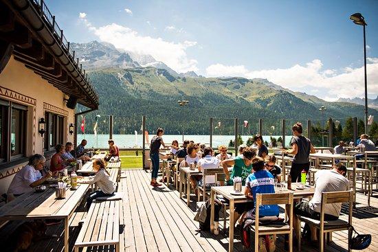 Silvaplana, Ελβετία: Terrasse mit Aussicht auf den See