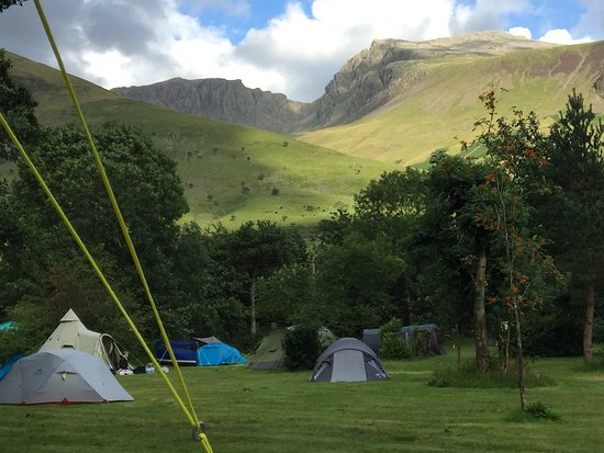 Eskdale, UK: Lovely campsite, amazing views.