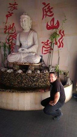Rye Brook, État de New York : Budda wita od wejścia