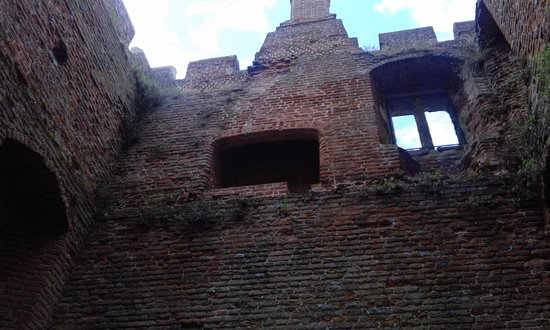 Kirby Muxloe, UK: 2nd floor fireplace and window in west tower