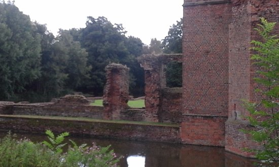 Kirby Muxloe, UK: incomplete section of wall between North tower and gatehouse