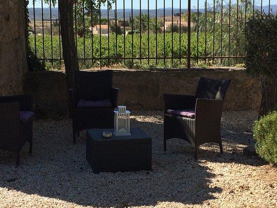 Conilhac-Corbieres, Francia: L'extérieur de cette hôtel est magnifique voir ci-dessous