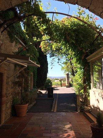 Conilhac-Corbieres, Frankreich: L'extérieur de cette hôtel est magnifique voir ci-dessous