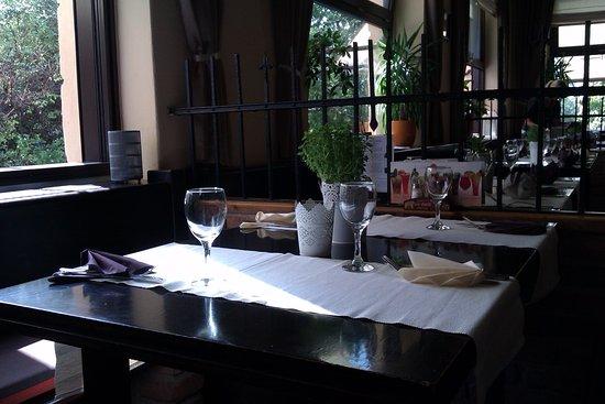 Veranda - pizzeria, ristorante, bar: The main restaurant room, ordinary look
