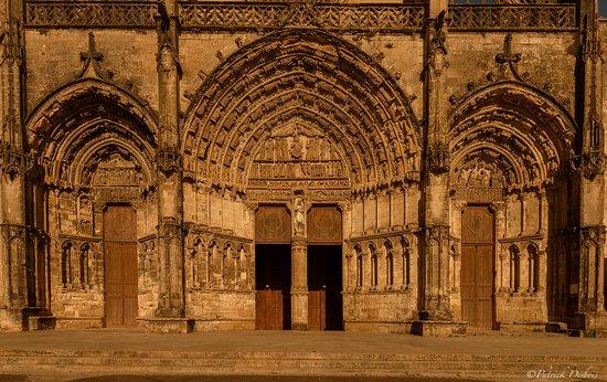 Le parvis de la cathédrale de Bazas