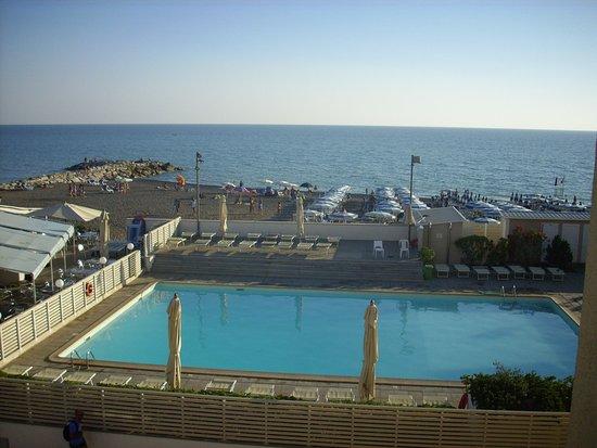 Piscina espiaggia dalla camera dell 39 albergo foto di hotel stella marina cecina tripadvisor - Hotel piscina in camera ...
