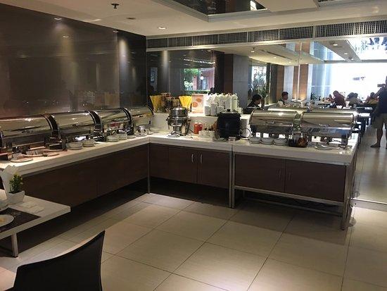 Phachara Suites: Restaurant