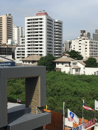 Phachara Suites: View from Nana BTS station