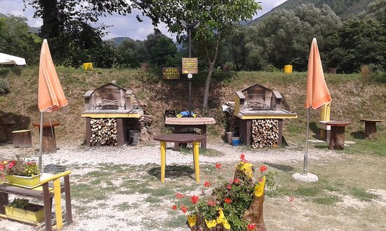 Sant'Anatolia di Narco, Italia: Bracieri