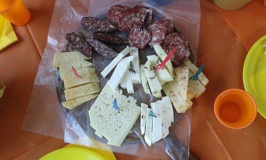Sant'Anatolia di Narco, Italia: Tagliere formaggi e salumi