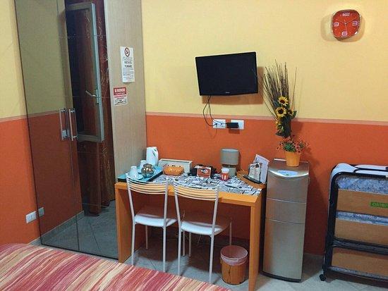 AraCoeli Bed & Breakfast di Umberto Buzzoni: Orange room