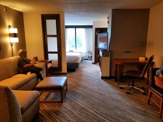 Hyatt Place Atlanta Windward Parkway: Huge spacious rooms! Immaculate, comfortable and modern. Loved it!
