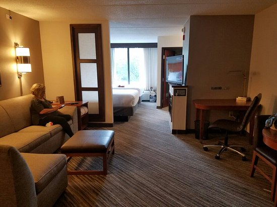 Hyatt Place Windward Parkway: Huge spacious rooms! Immaculate, comfortable and modern. Loved it!