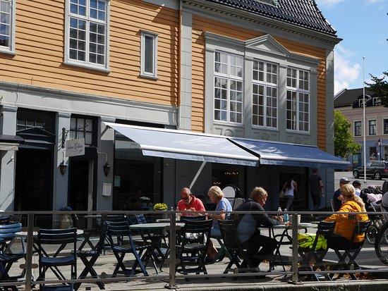 모스, 노르웨이: 카페 전경과 테라스 좌석
