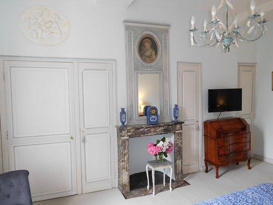 Lannoy, Frankrike: Chambre Marie-Antoinette cheminée & TV