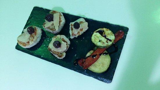 Moncofar, Spania: solomillo trinchado con frutos rojos i verduras de temporada