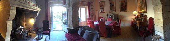 Valros, Francia: salle à manger salon