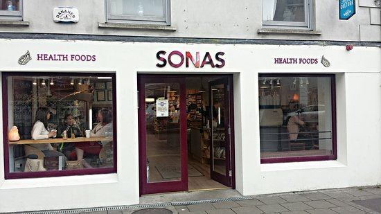 Newcastle West, Irland: Sonas Healthfoods & Cafe, No.9 The Square