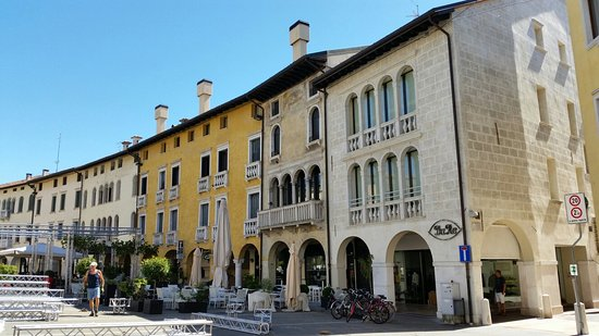 Piazza del popolo sacile all you need to know before for Piazza del friuli