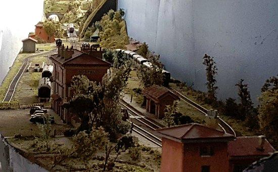 Breil-sur-Roya, France : Auch eine Modellbahn ist vorhanden
