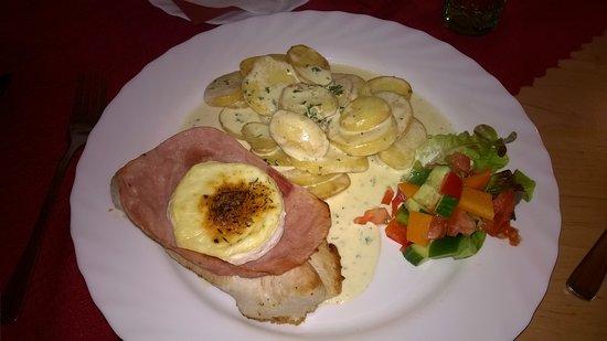 Mikulov, Czech Republic: Steak Pastýř - smetanové brambory, krutí steak s hermelínem, obloha