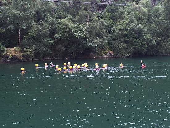 Menheniot, UK: Swimming over to the first ledge