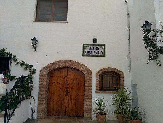 Subirats, España: La entrada a la pequeña bodega familiar