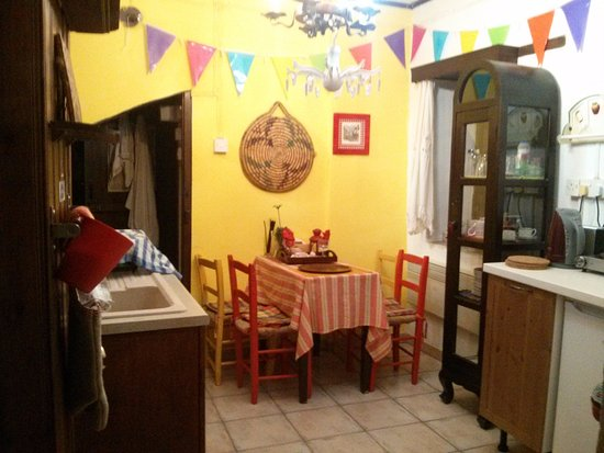 Kalavasos, Cyprus: Another view of the kitchen. Bathroom is behind the yellow wall.