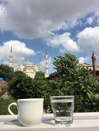 Hotel Darussaade Istanbul: View from terrace at breakfast