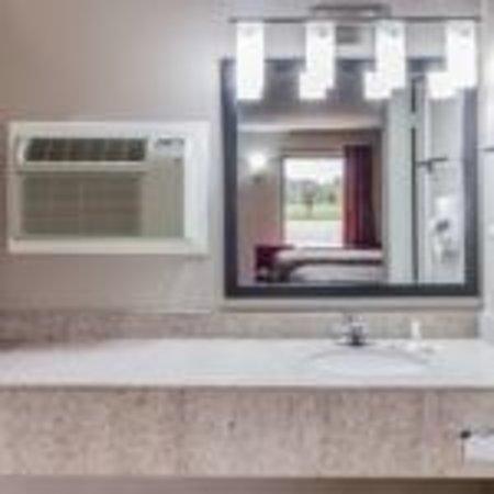 Mount Pleasant, TX: Bathroom