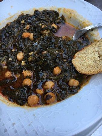 Carmona, Spanien: Ottimo cibo, consiglio gli spinaci con ceci e il maiale. Sapori autentici di una città autentica