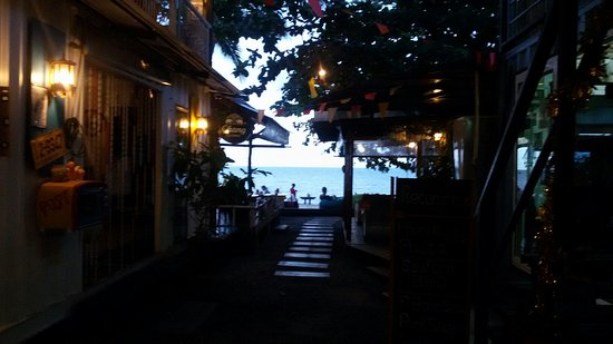 THINK & Retro Cafe Lipa Noi