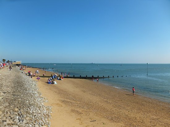 Westcliff-on-Sea, UK: Shows the sand - and stones