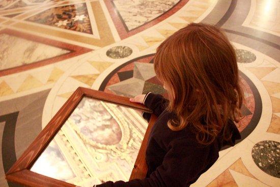 Scuola Grande di San Rocco: specchio per vedere il soffitto