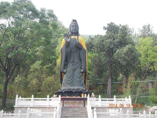 Jinan, China: One of many impressive shrines