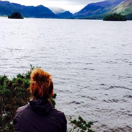 The Grange Country House: Walked through the centre to the lakes and enjoy this view!