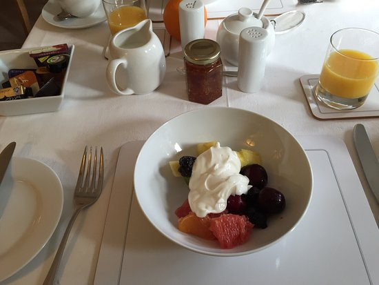 The Ivy House: B&B アイビーで覆われた 外観 綺麗な内装の部屋 すっごく美味しかった朝食