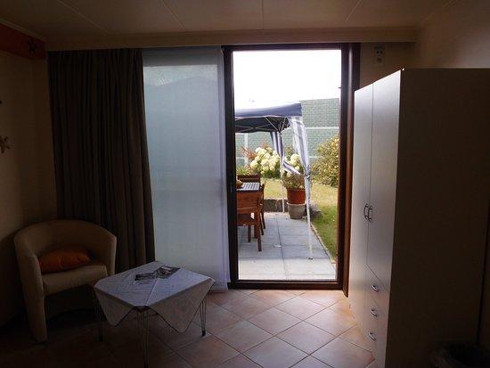 Geluveld, Belgium: Uitzicht op het terras van in de gastenkamer