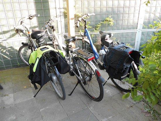 Geluveld, Belgium: Vertrekkers klaar na een uitgebreid ontbijt