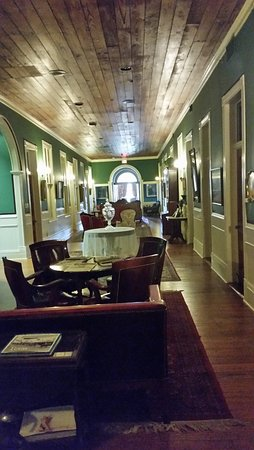 Ant Street Inn: The upstairs lobby/seating area