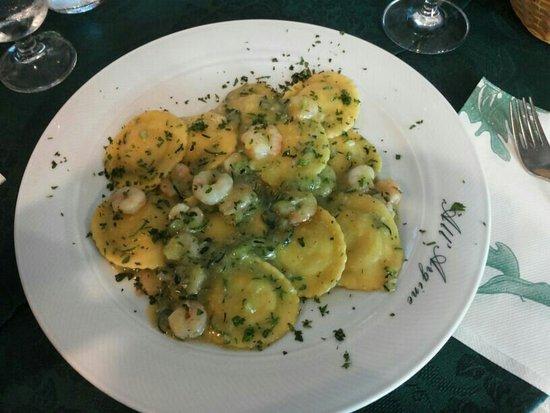 Fiumicello, Italia: Ravioli ripieni di zucchine con zucchine e gamberetti... buonissimi!!!